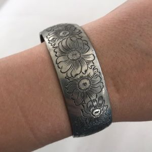 Jewelry - Daisy cuff bracelet